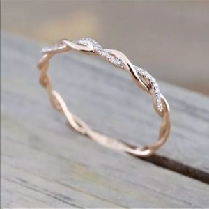 Jewelry - 🎉HP🎉 14K Rose Gold Twisted Stacking